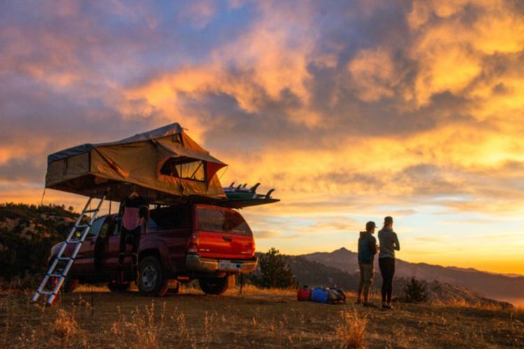la-tienda-de-techo-de-coche-es-otra-de-las-opciones-del-camping-con-glamour