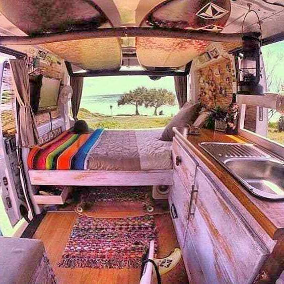 furgoneta-camperizada-es-ir-de-camping-con-glamour