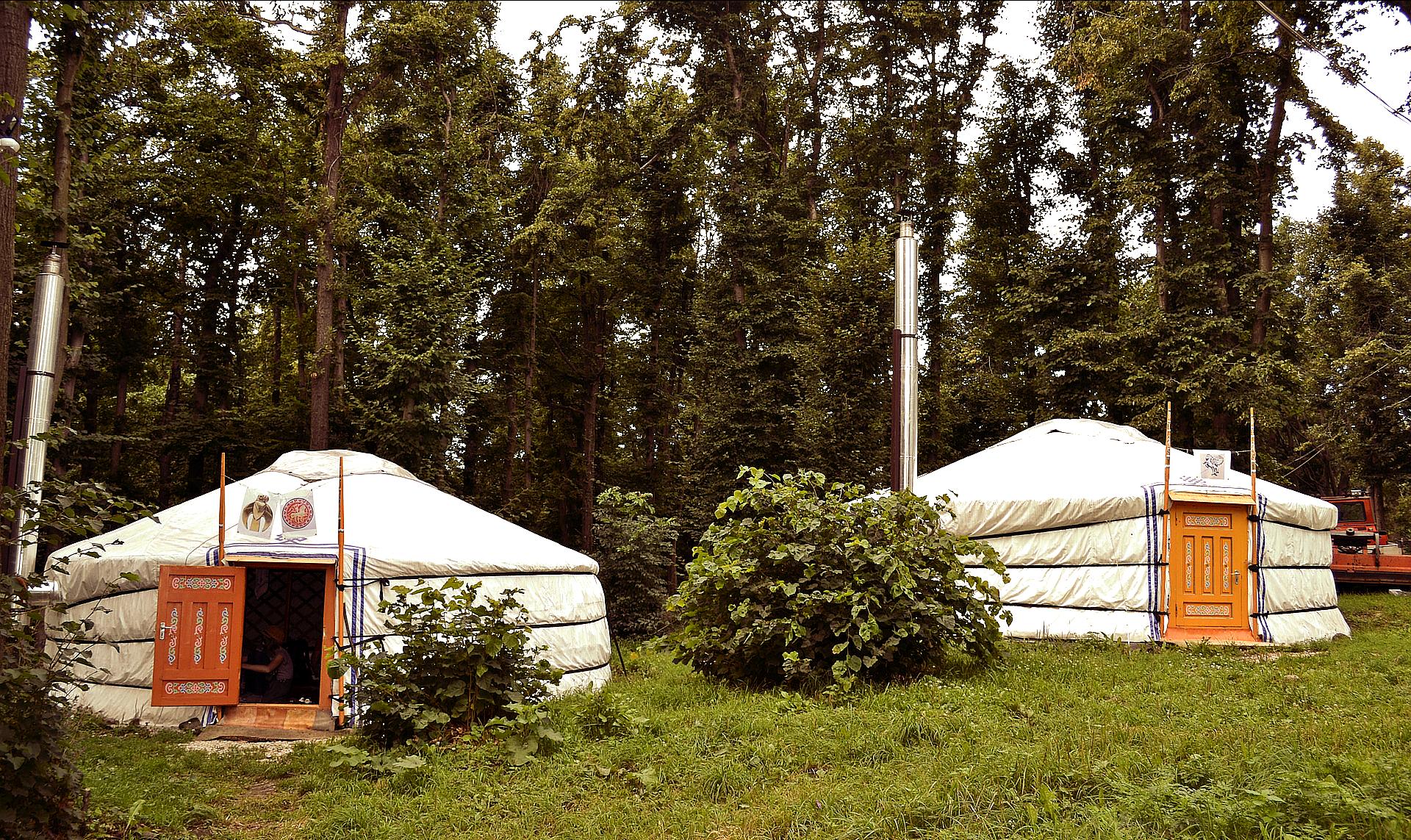 yurta-es-otra-tienda-glamping-procedente-de-mongolia