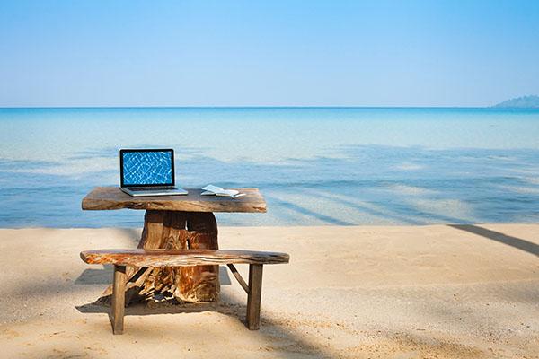 trabajar-online-laptop-en-el-paraiso
